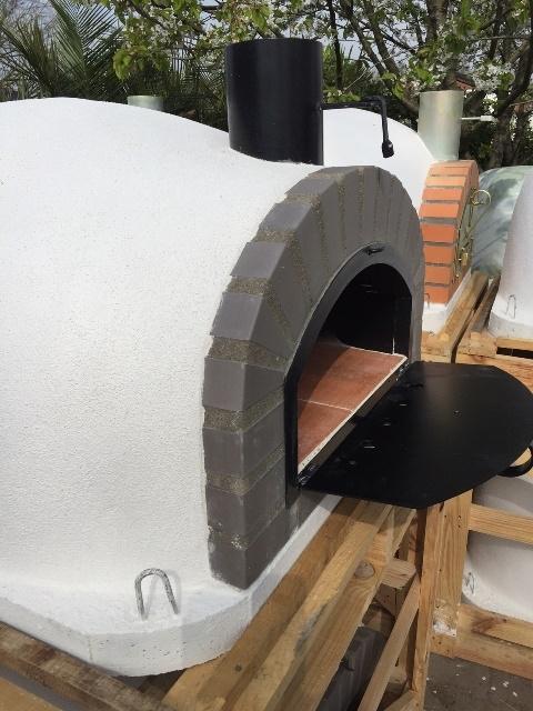 Oven Pisa 100 Geïsoleerd met zwarte deurUITVERKOCHT